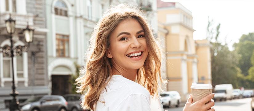 Sonrisas blancas blanqueamiento dental